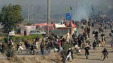 Les forces de l'ordre pakistanaises dispersent des centaines de manifestants islamistes, le 25 novembre 2017 à Islamabad