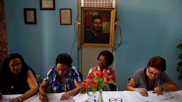 كوبا تجري انتخابات محلية في بداية نهاية عصر كاسترو