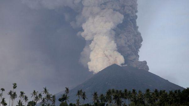 إندونيسيا تقول إنه تم إجلاء 40 ألف شخص من منطقة بركان بالي