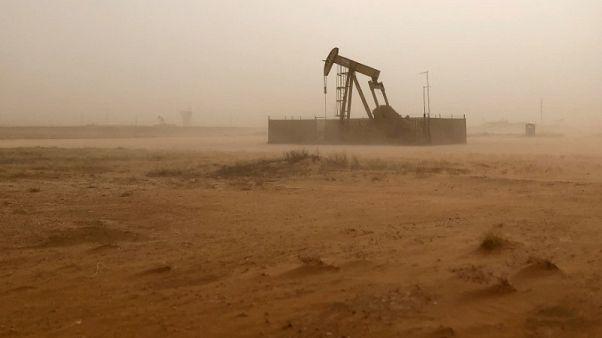 هبوط أسعار النفط بعدما قالت أمريكا إن السعودية تعهدت بزيادة الإنتاج عند الحاجة
