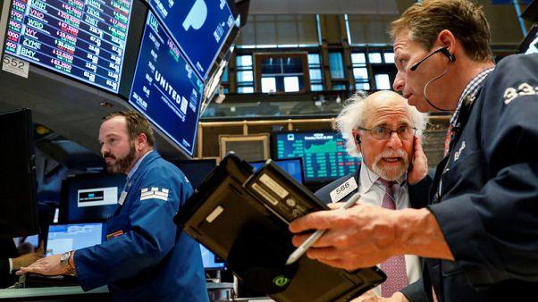 وول ستريت تفتح منخفضة مع عودة مخاوف الحرب التجارية