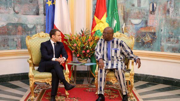وعد ماكرون بعلاقات جديدة بين فرنسا وأفريقيا يثير الاستهجان