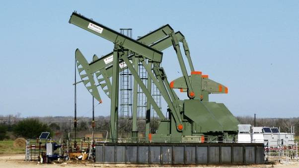 النفط يواصل مكاسبه بفعل توقعات بقوة الطلب وتخفيضات الإنتاج بقيادة أوبك