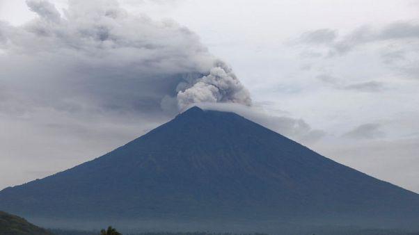 إندونيسيا تفتح مطار بالي بعد إغلاقه بسبب البركان