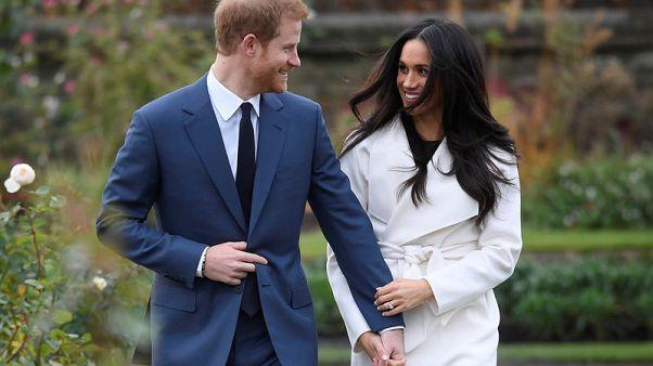 صحف بريطانية تخمن هوية من جمع الأمير هاري بخطيبته ميجان
