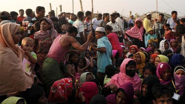 مسؤول: بنجلادش قد تنقل بعضا من أفراد الروهينجا إلى جزيرة معرضة للفيضانات