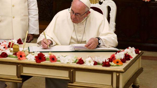 البابا لا يذكر الروهينجا بالاسم مجددا ويدعو لحل أزمة لاجئي ميانمار