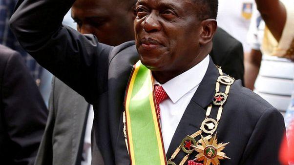 رئيس زيمبابوي الجديد يعين مسؤولين عسكريين في مناصب وزارية