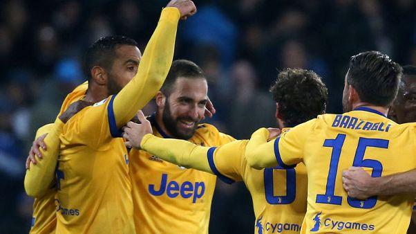 هيجوين ينهي سجل فريقه السابق نابولي الخالي من الهزيمة في الدوري الايطالي