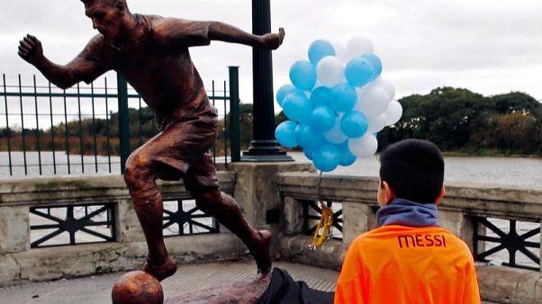 تمثال ميسي يتعرض للتخريب مجددا