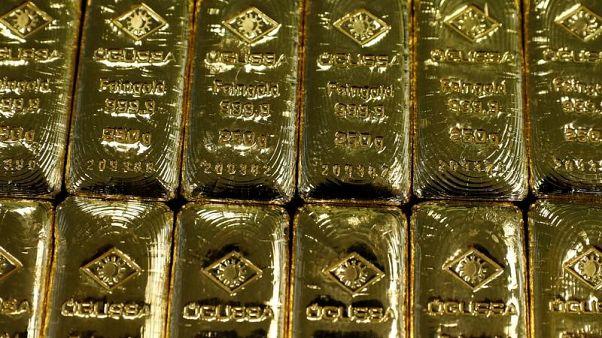 الذهب يهبط مع عودة الدولار للصعود وارتفاع العائد على السندات الأمريكية