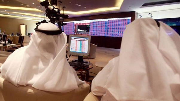 بورصة السعودية تتراجع من أعلى مستوى في سنوات ودبي تتضرر من أسهم العقارات