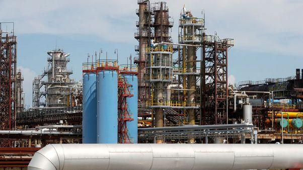 النفط يقفز لأعلى مستوى في أكثر من 3 سنوات مع تزايد التوترات في الشرق الأوسط