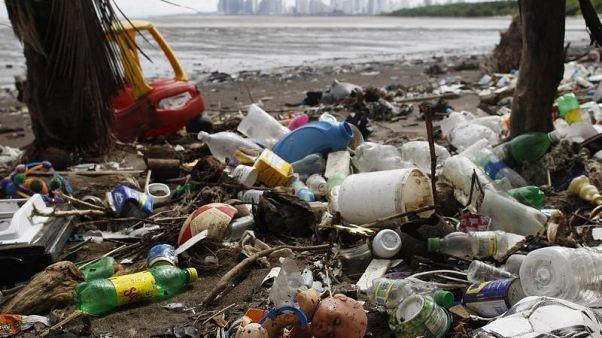 أكثر من 200 دولة تتعهد بوقف تلويث المياه بمخلفات البلاستيك