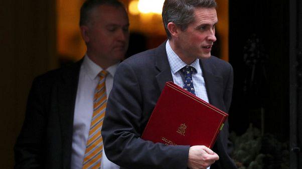 وزير الدفاع البريطاني: يجب ملاحقة وقتل البريطانيين الذين ينضمون للدولة الإسلامية