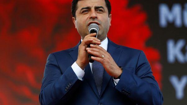 بدء محاكمة زعيم تركي معارض موال للأكراد في اتهامات تتعلق بالإرهاب
