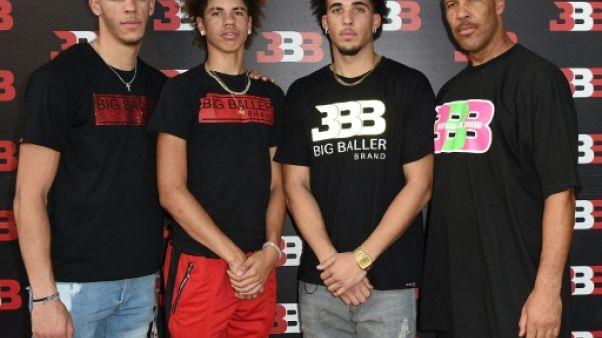 Basket: LaVar Ball veut faire jouer ses deux fils cadets à l'étranger