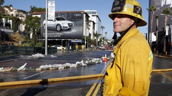فرق مكافحة الحرائق في كاليفورنيا تستعد لعودة رياح سانتا آنا العاتية