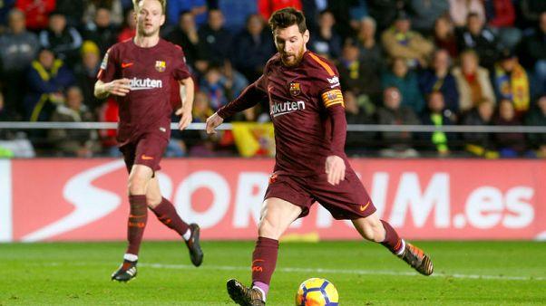 برشلونة يستغل النقص العددي ويهزم فياريال بهدفي سواريز وميسي