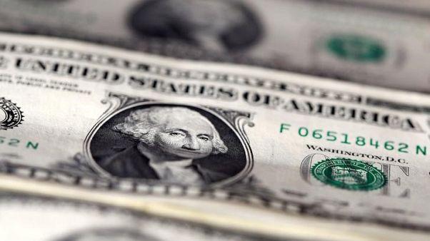 الدولار ينخفض بفعل نمو باهت للأجور وبتكوين ترتفع
