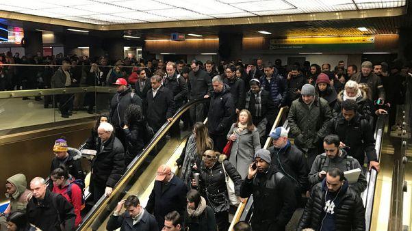 """رئيس بلدية نيويورك يقول إن حادث مانهاتن """"محاولة هجوم إرهابي"""""""