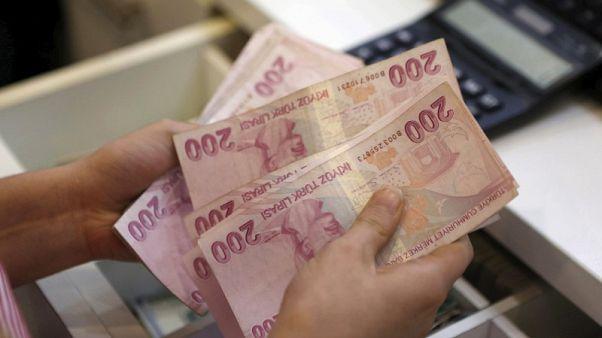 الليرة التركية تهبط لمستوى قياسي وسط قلق بشان الاقتصاد وسوريا