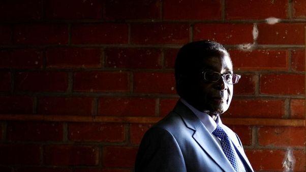 مصادر: رئيس زيمبابوي السابق موجابي زار مستشفى في سنغافورة