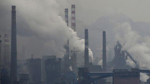 الضباب الدخاني يتسبب في فرض قيود على المصانع في شمال الصين