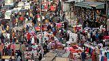 الطبقة الوسطى في مصر تتكيف لتبقى رغم أوجاع التقشف