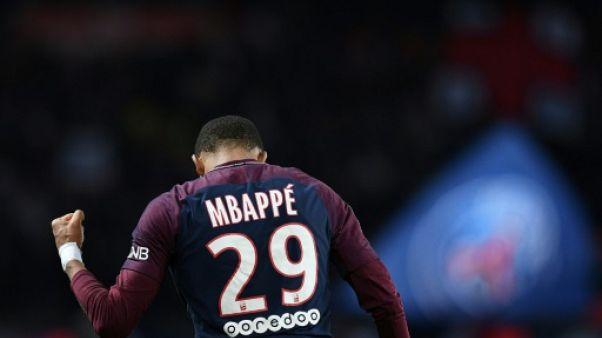 """Ballon d'Or: Maradona voit en Mbappé """"la révélation du football"""""""