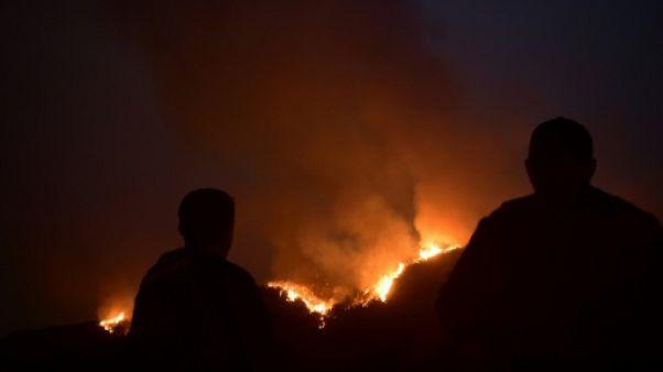 """La Californie toujours en lutte contre l'incendie """"Thomas"""""""