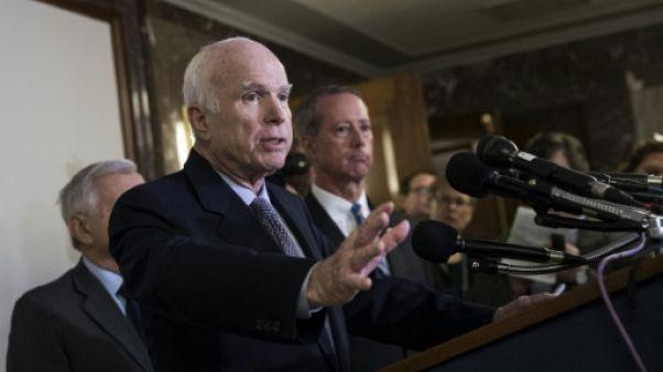 Etats-Unis: McCain va manquer le vote sur la réforme fiscale