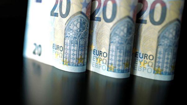 اليورو يبدد مكاسبه وسط انتخابات جديدة تلوح في أفق إيطاليا