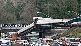 Etats-Unis: un train déraille et atterrit sur l'autoroute