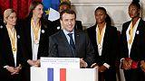 "Mondial de handball: Emmanuel Macron salue des femmes ""hors du commun"""