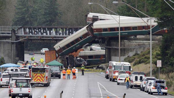 3 قتلى على الأقل في خروج قطار ركاب عن القضبان بولاية واشنطن