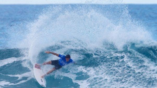 Surf: victoire de prestige pour Florès face à Florence, sacré champion 2017 à Hawaï