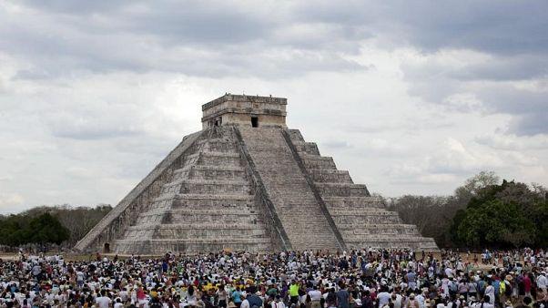 مقتل 12 شخصا في انقلاب حافلة خلال رحلة بمنطقة أثرية في المكسيك