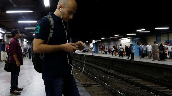 مصريون يشكون من سوء خدمات الجيل الرابع للمحمول والشركات تدافع عن نفسها
