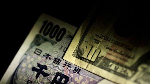 الدولار يرتفع مقابل الين بعد تصريحات تظهر عدم تعجل المركزي الياباني تشديد سياسته