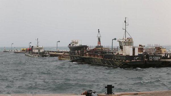 مصدر: غلق 3 موانئ نفطية ليبية بسبب طقس سيء