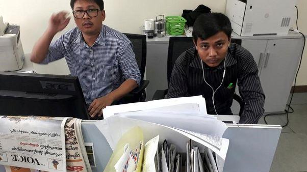ميانمار تقول إنها مددت حبس صحفيين اثنين من رويترز