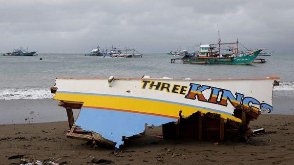 خفر السواحل الفلبيني ينقذ 252 راكبا بعد انقلاب عبارة
