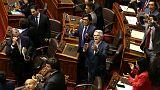 رئيس بيرو ينجو من محاولة لعزله في البرلمان