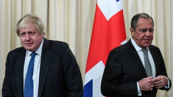 """Boris Johnson veut """"aller de l'avant"""" avec Moscou malgré les tensions persistantes"""