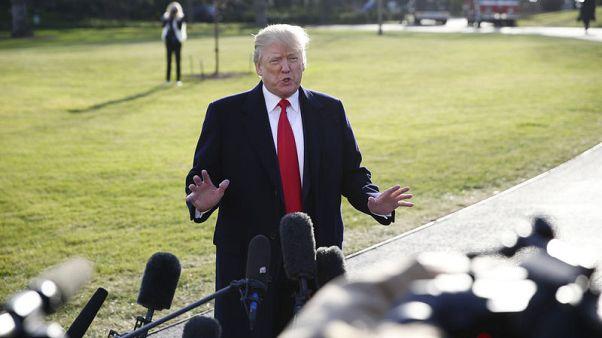 ترامب يقول إنه سيوقع يوم الجمعة قانون الضرائب وقانونا للإنفاق الحكومي