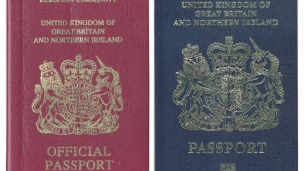 Bleu britannique versus bordeaux européen: la couleur du passeport soulève les passions