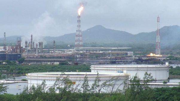 انتاج النفط المكسيكي يهبط في نوفمبر لكن الصادرات تسجل أعلى مستوى في 14 شهرا
