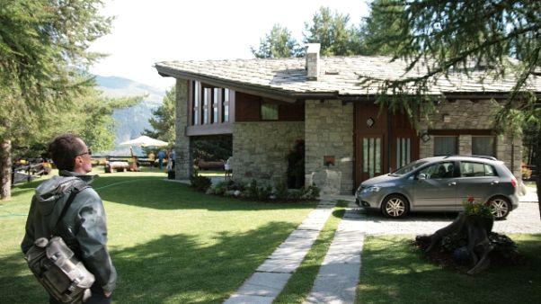 Papa, in vendita casa vacanze in Vda