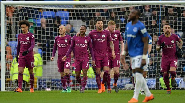 سيتي يهزم إيفرتون ويصبح على بعد فوز واحد من لقب الدوري الإنجليزي